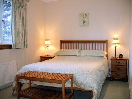 Gairloch View Guest House has 3 letting bedrooms, 2 double rooms and a twin room. All 3 bedrooms are en-suite and have tea/coffee making facilities. Hairdryers are also provided in each room.
